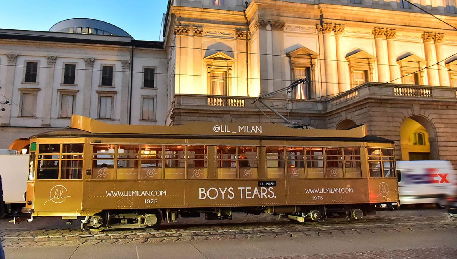Pubblicità su tram IGPDecaux tram decorato per LIL a Milano