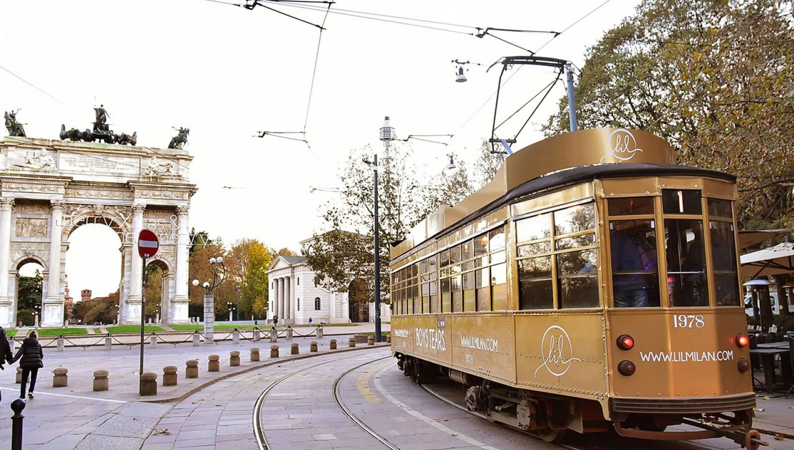 Pubblicità sui tram a Milano IGPDecaux tram decorato per LIL