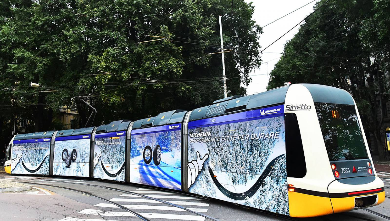 IGPDecaux Milan OOH advertising on tram Full-Wrap for Michelin
