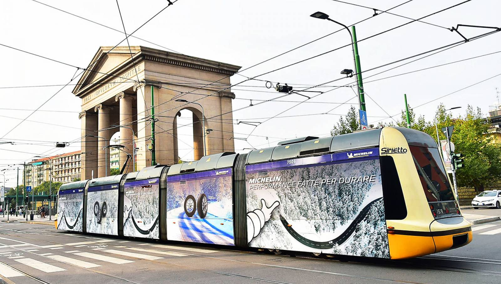 OOH IGPDecaux in Milan Full-Wrap for Michelin