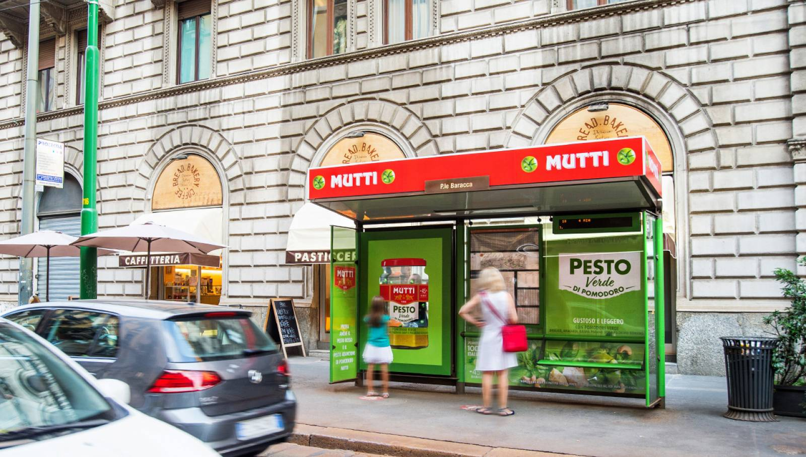 Out of Home IGPDecaux a Milano brand pensiline per Mutti
