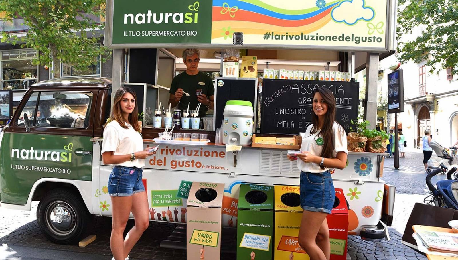 OOH Advertising IGPDecaux Bio Van a Napoli per NaturaSì