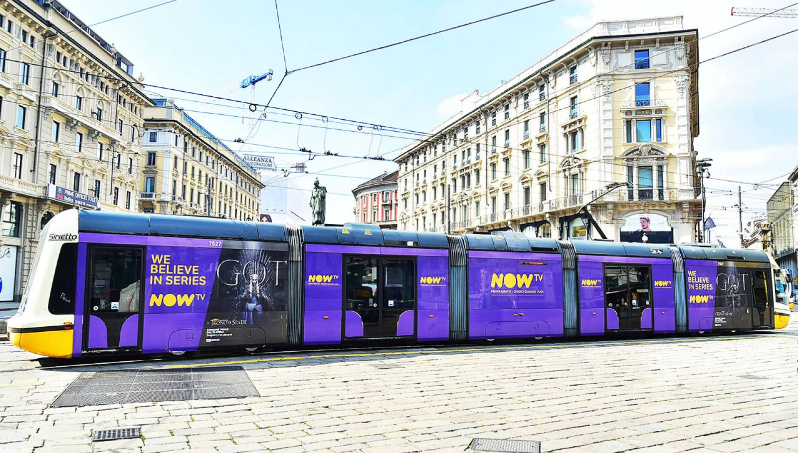 IGPDecaux OOH Advertising Full-Wrap in Milan for Game of Thrones Now TV
