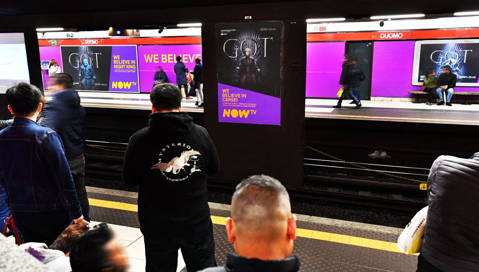 Pubblicità Out of Home in metropolitana a Milano IGPDecaux Station Domination per il Trono di Spade Now TV