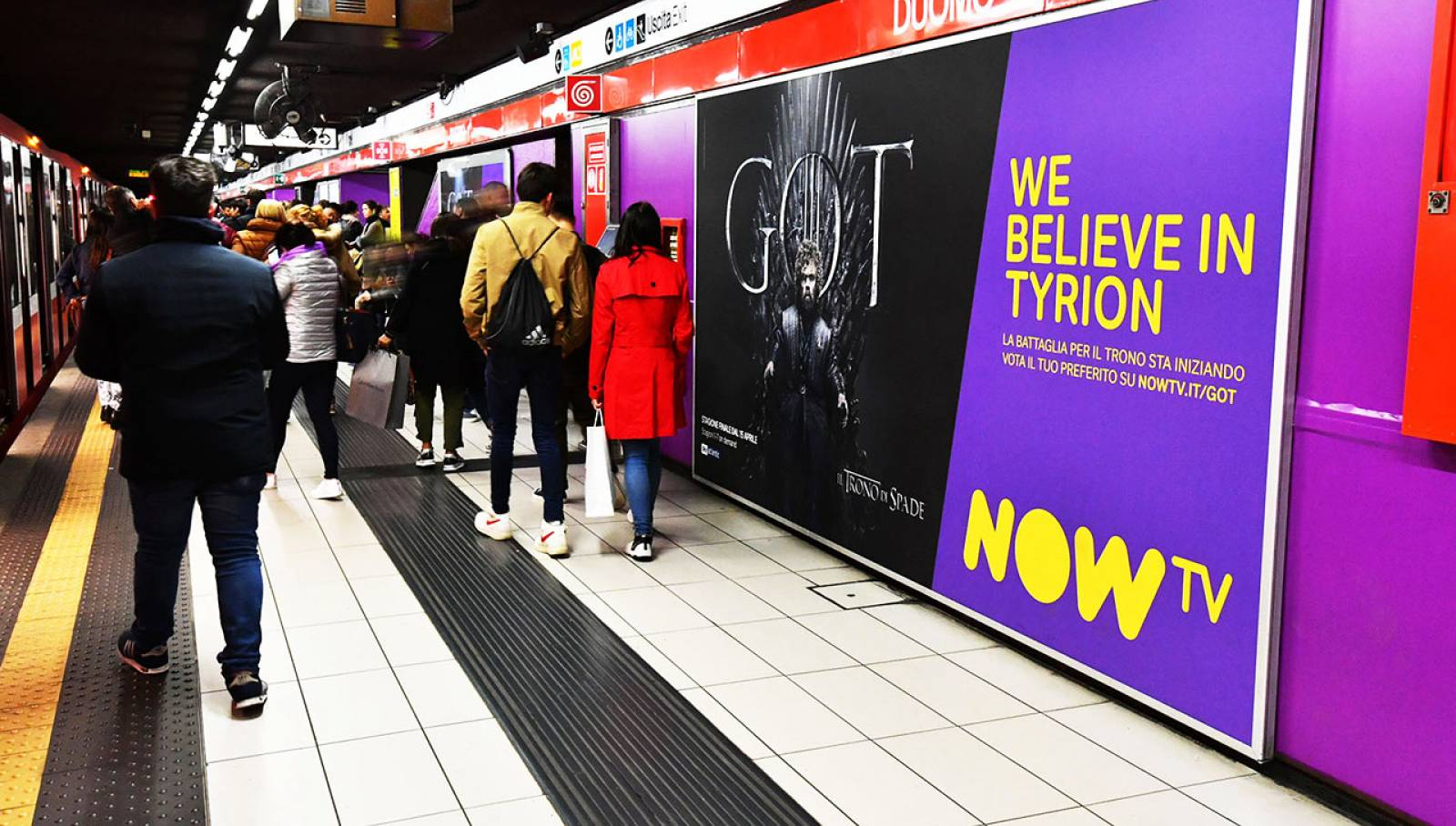 IGPDecaux outdoor advertising a Milano Station Domination per Now TV il Trono di Spade
