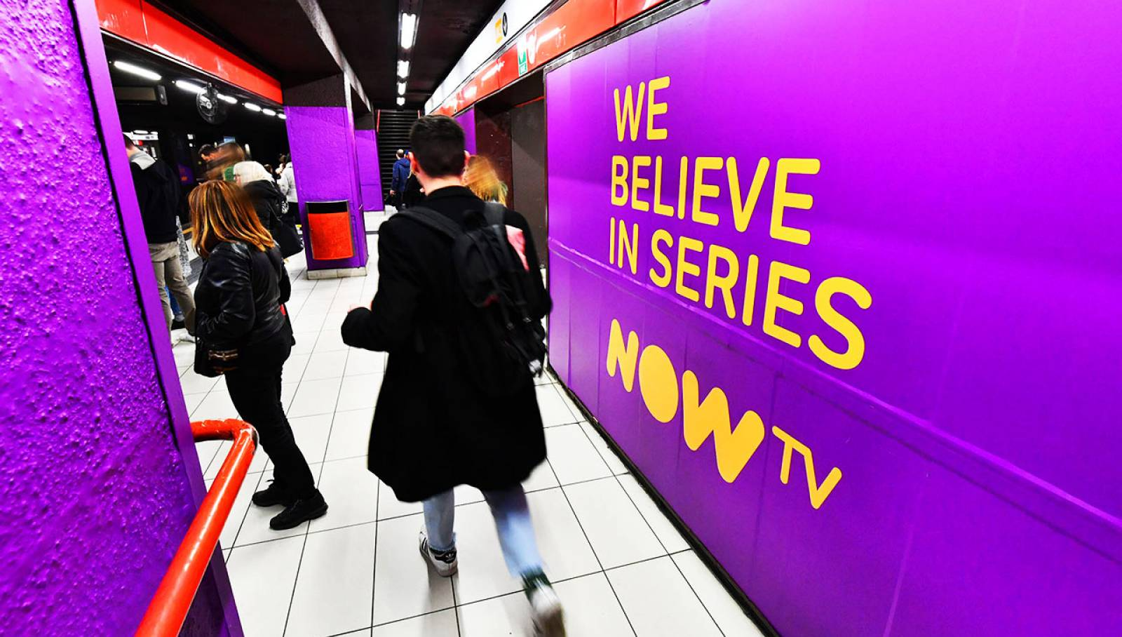 Underground advertising IGPDecaux Milan station domination for Game of Thrones Now TV