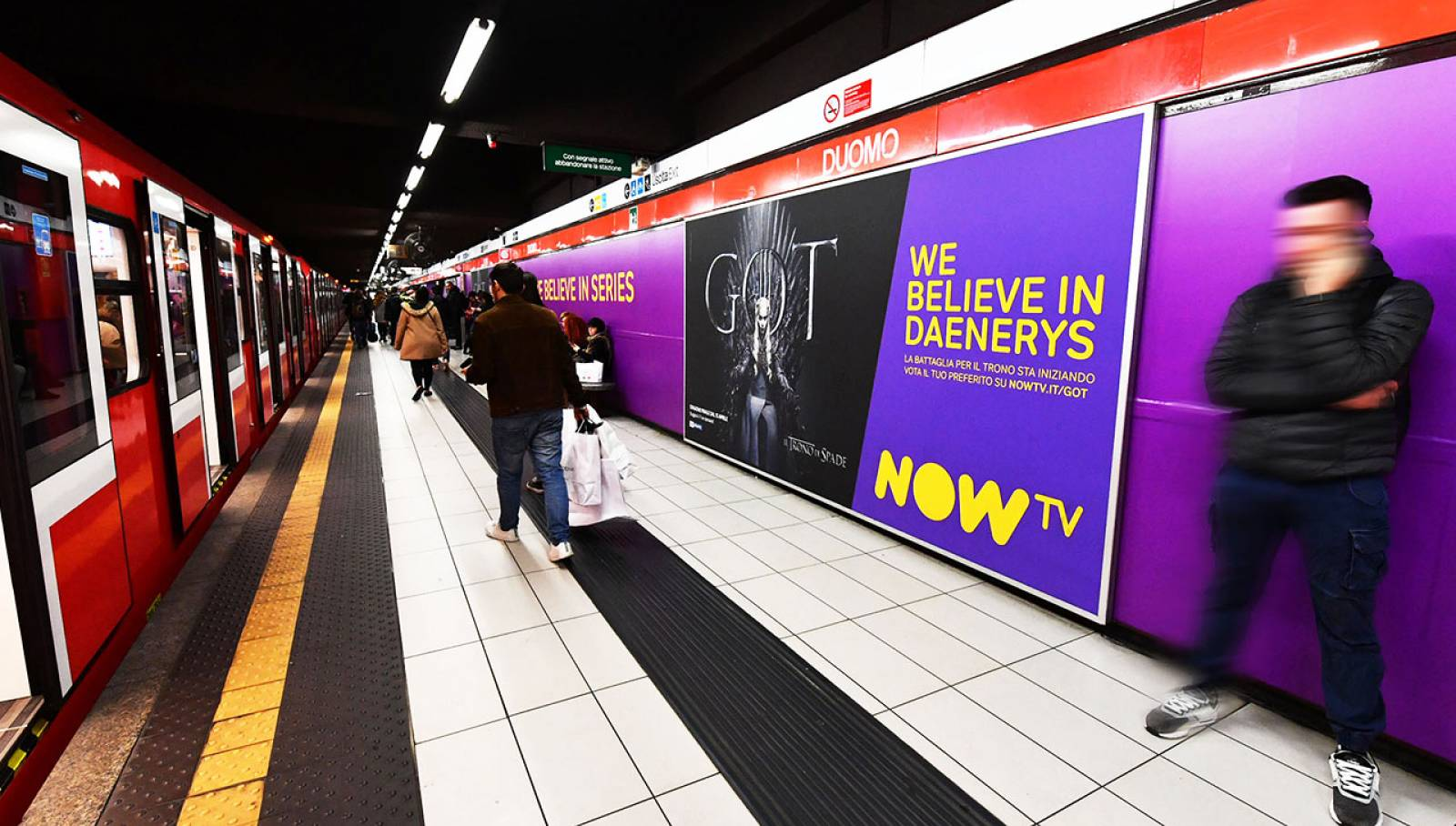 Out of Home IGPDecaux underground advertising Station Domination for Game of Thrones Now TV Milan