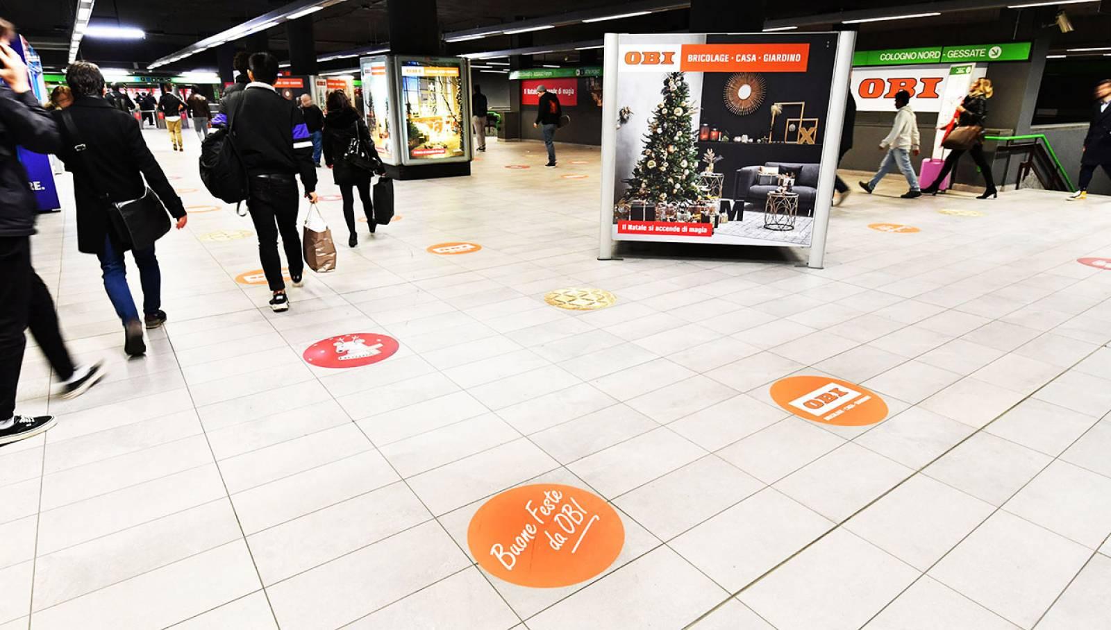 Pubblicità in metropolitana Milano Centrale IGPDecaux Station Domination per OBI Italia
