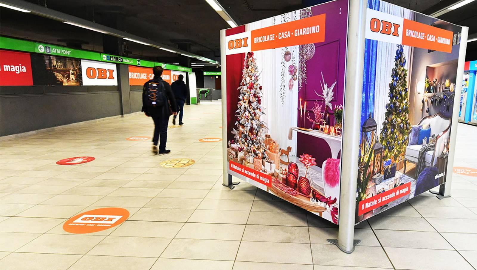 Pubblicità esterna IGPDecaux Milano Centrale Station Domination per OBI Italia