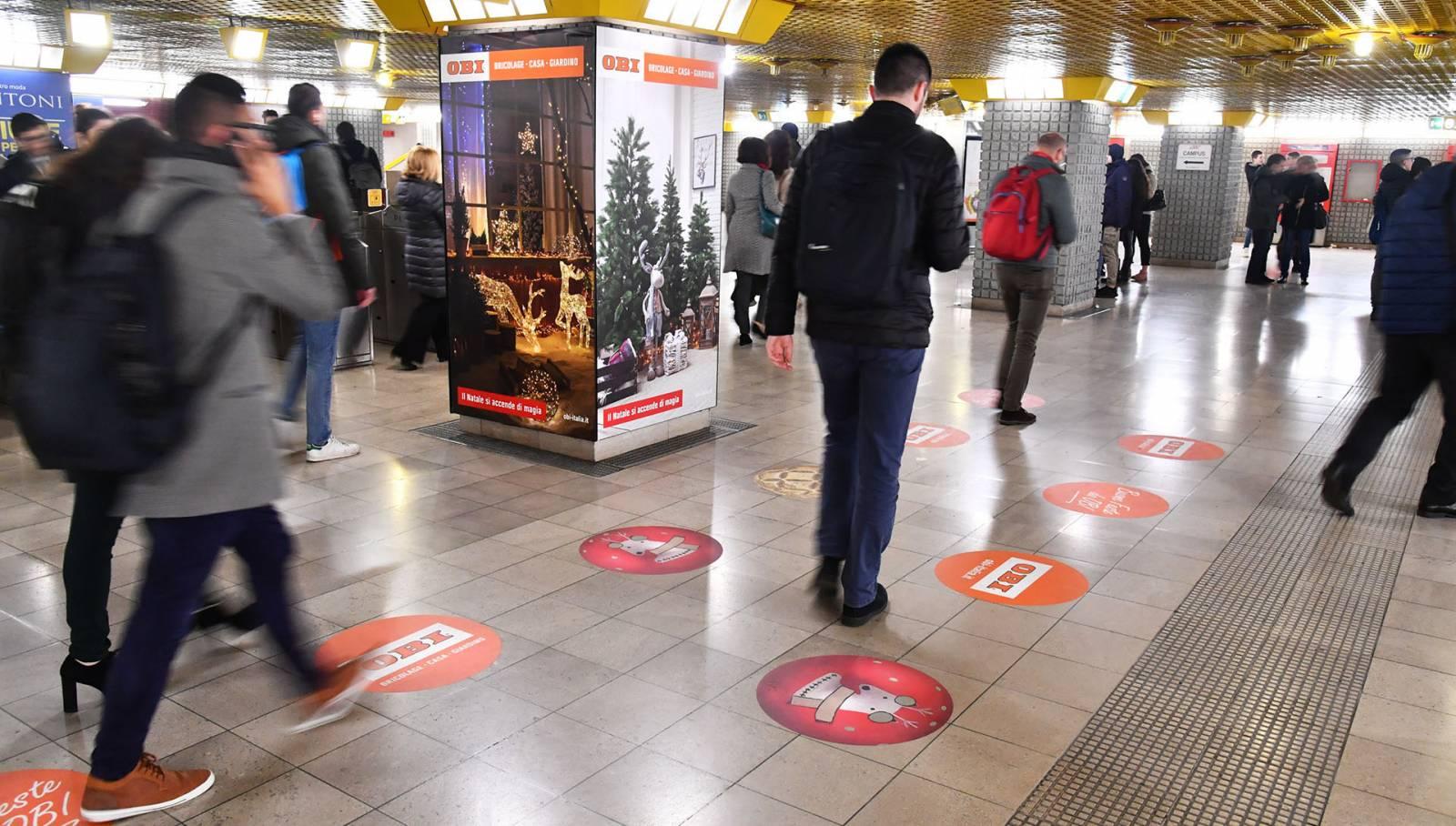 Pubblicità metro milanese IGPDecaux a Milano San Donato Station Domination per OBI Italia