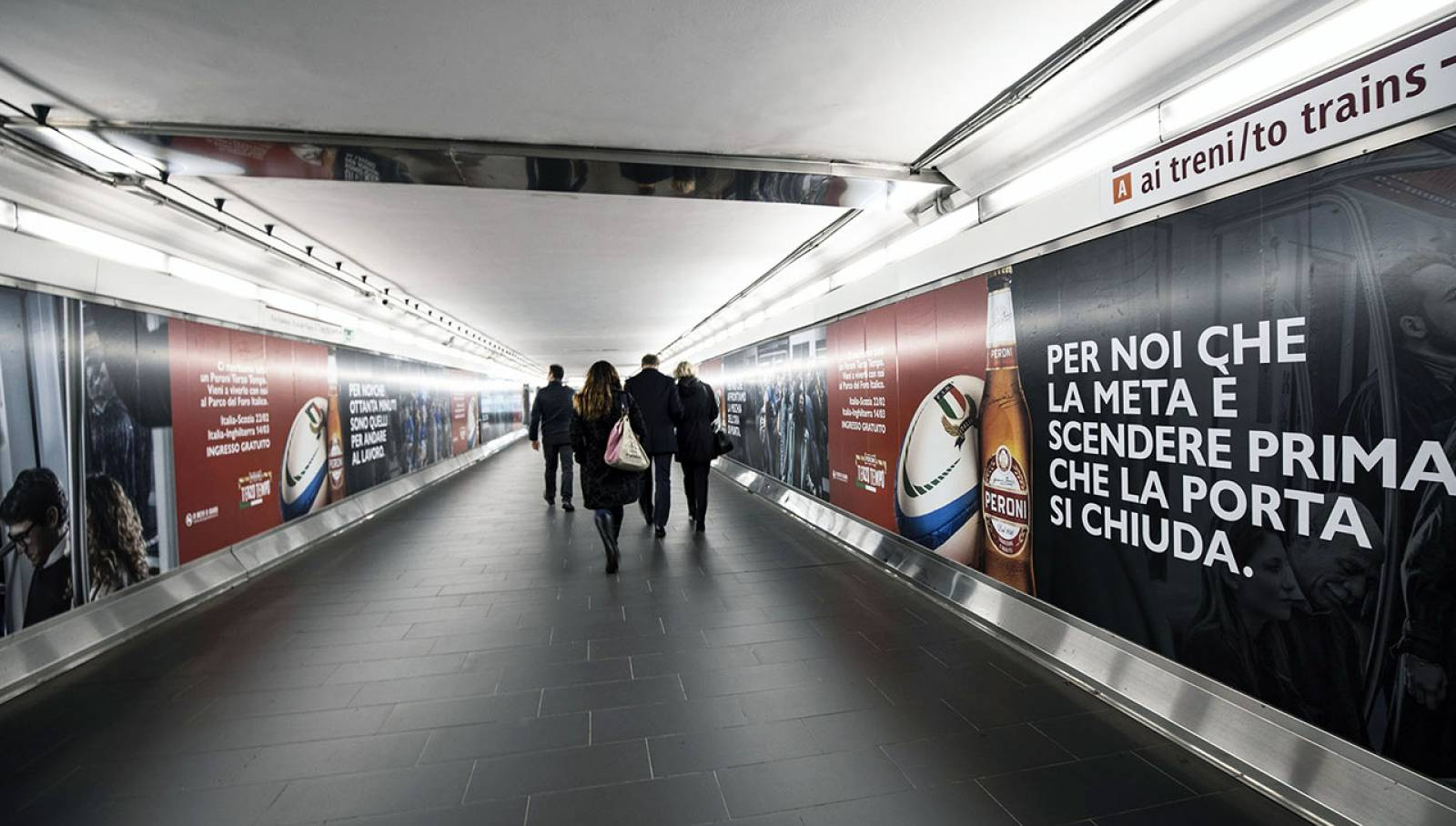 Out of Home IGPDecaux Roma Station Domination per Peroni
