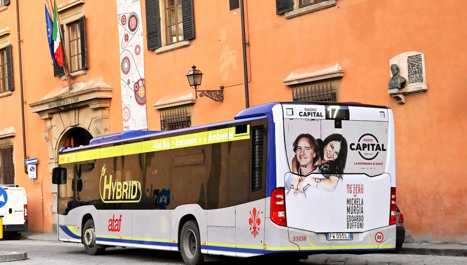 Outdoor communication IGPDecaux in Florence Full-Back for Radio Capital