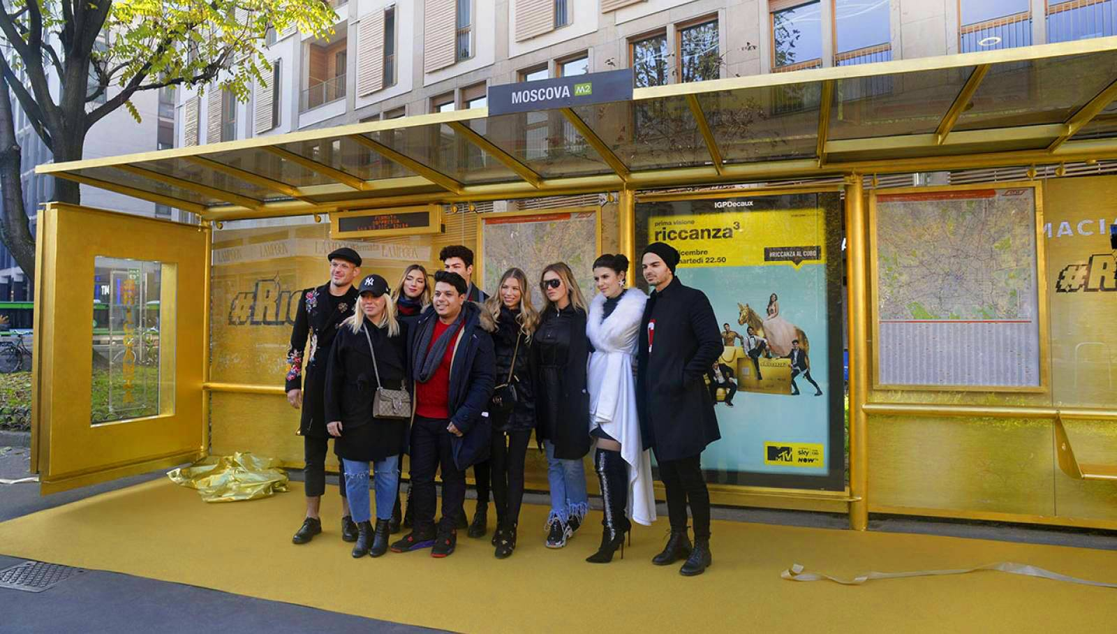 Golden shelter in Milan for Riccanza IGPDecaux Creative Solutions