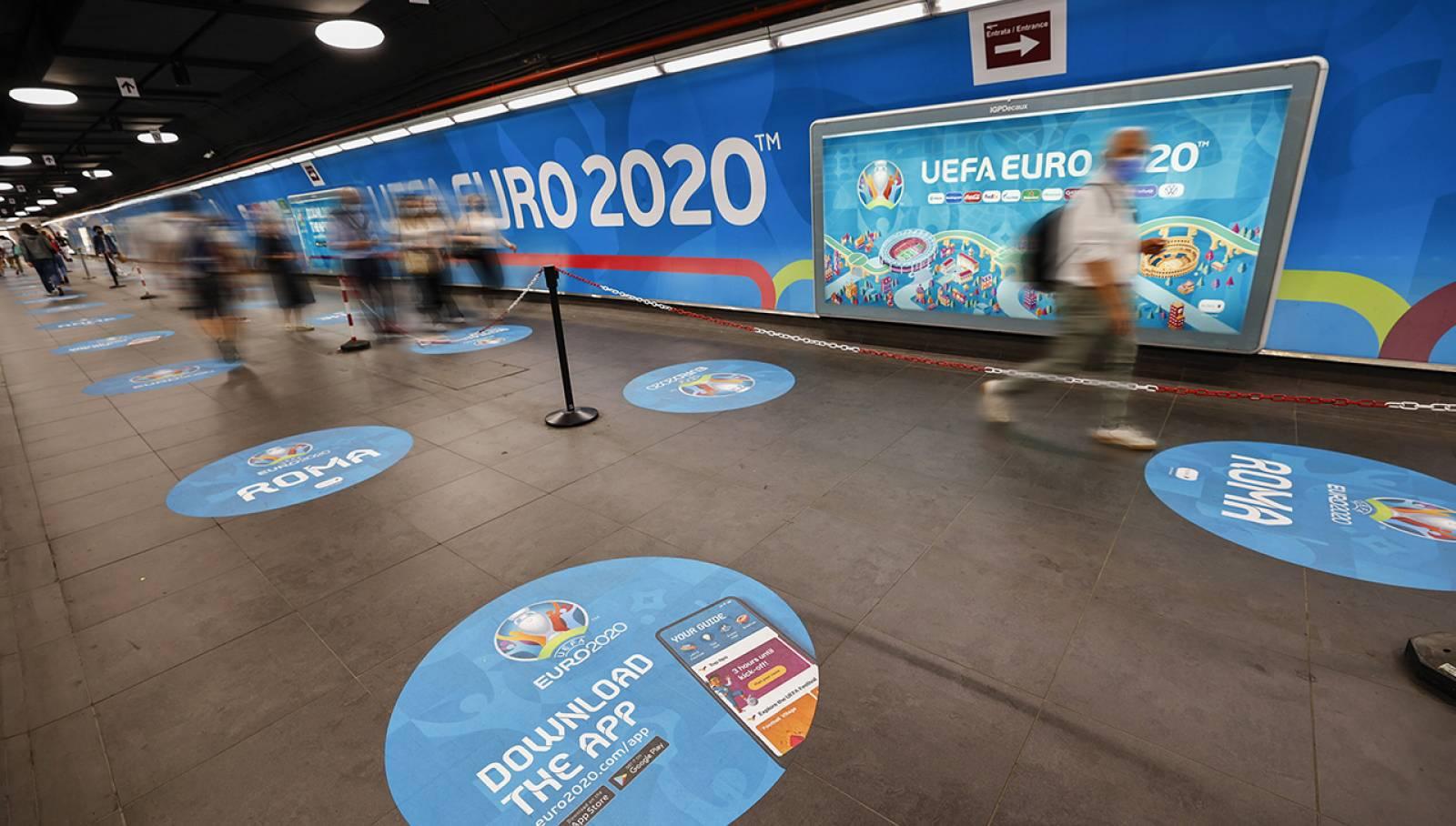 Pubblicità in metropolitana a Roma Spagna IGPDecaux Station Domination per UEFA 2020