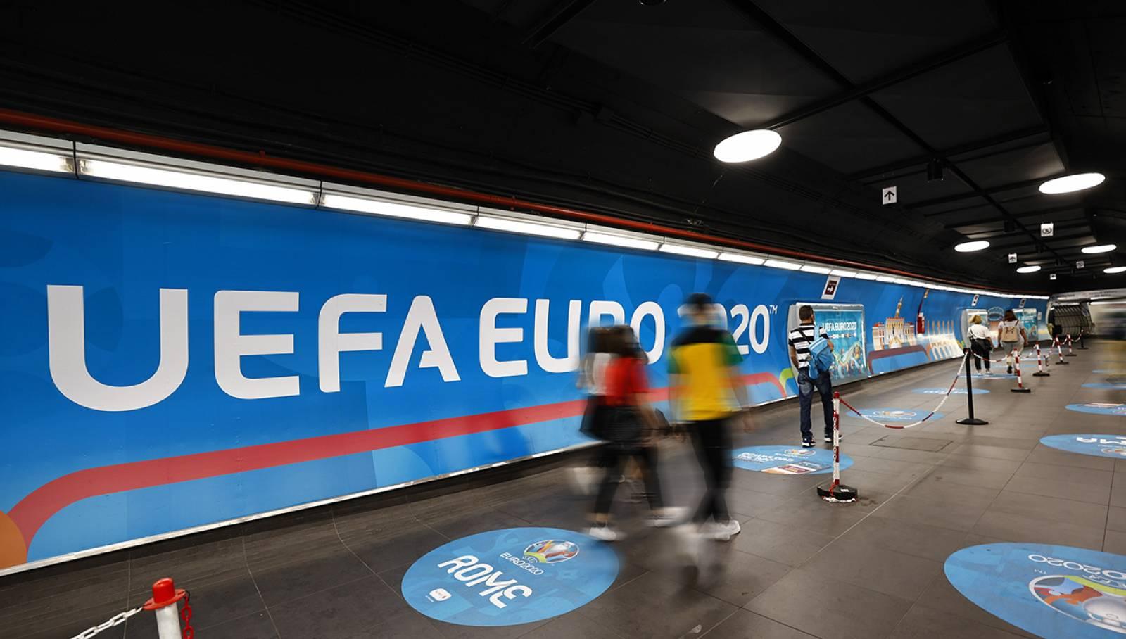 Pubblicità in metropolitana a Roma Spagna Station Domination per UEFA 2020 IGPDecaux