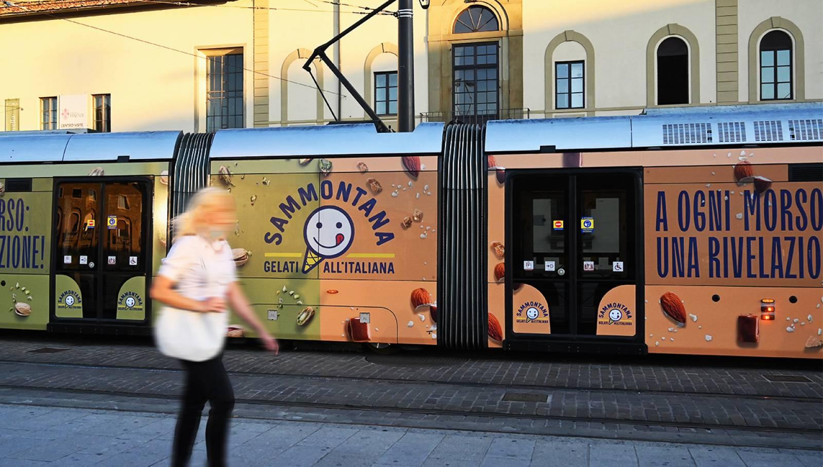 Pubblicità OOH su tram a Firenze Full-Wrap per Sammontana