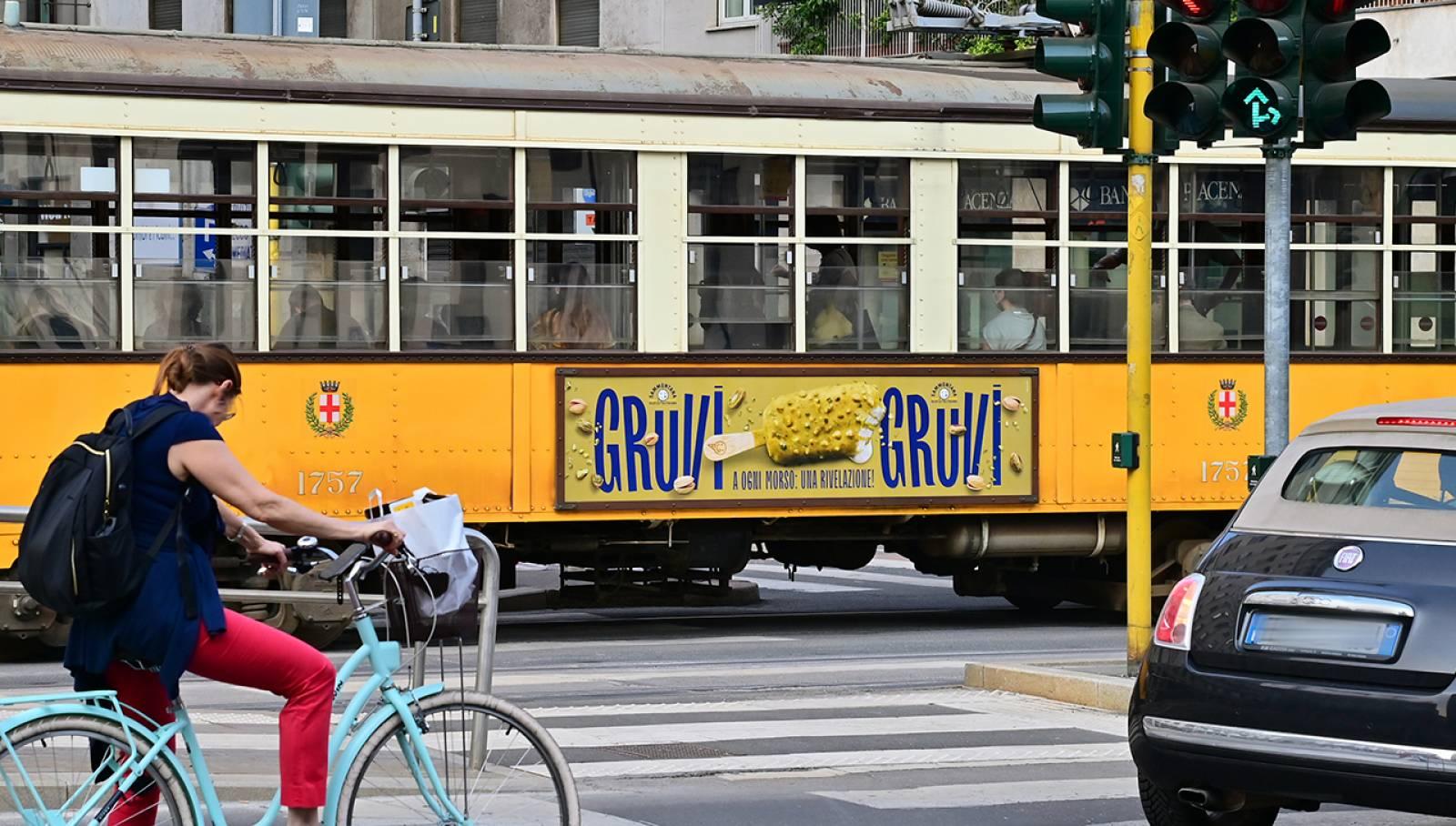 Pubblicità su tram a Milano Side Banner IGPDecaux per Sammontana