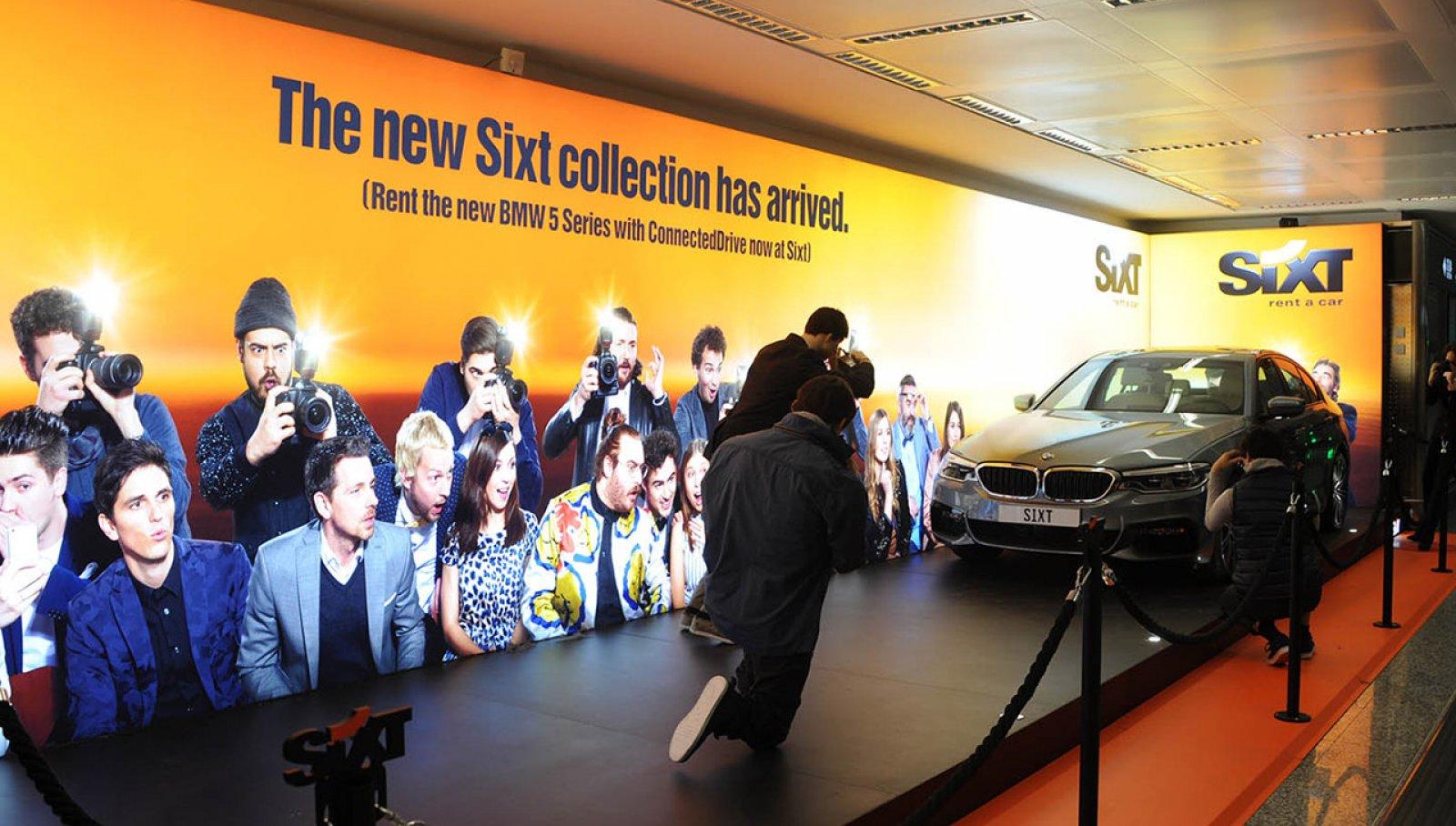 Pubblicità aeroporto Malpensa IGPDecaux area espositiva per Sixt