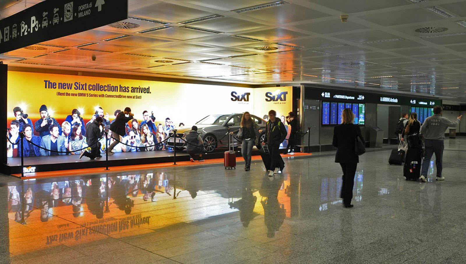 Pubblicità aeroporto a Malpensa IGPDecaux area espositiva per Sixt