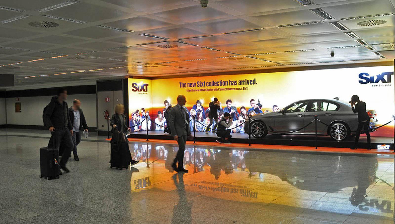Pubblicità in aeroporto IGPDecaux area espositiva a Malpensa per Sixt