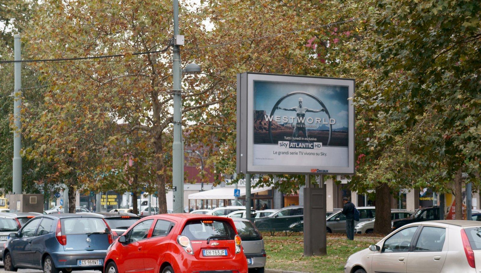 Affissioni pubblicitarie IGPDecaux senior per Sky a Torino