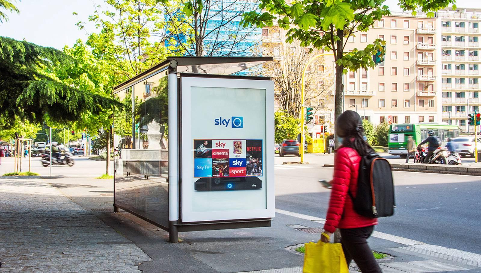 pubblicità sulle pensiline IGPDecaux brand pensiline IGPDecaux Creative Solutions per SKY Milano