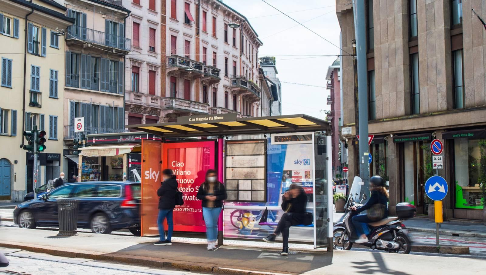Pubblicità OOH IGPDecaux Milano Brand pensiline per SKY Italia