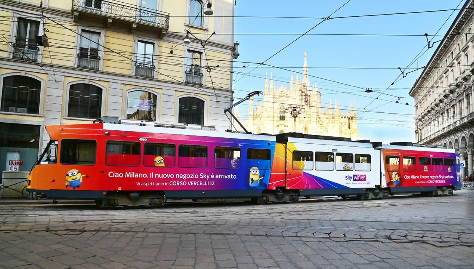 OOH Milano IGPDecaux pubblicità su tram Full-Wrap per SKY Italia