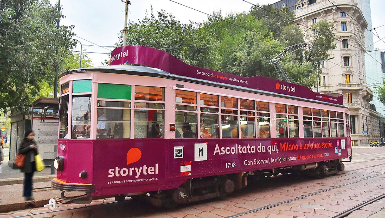IGPDecaux OOH Advertising in Milan Full-Wrap for Storytel