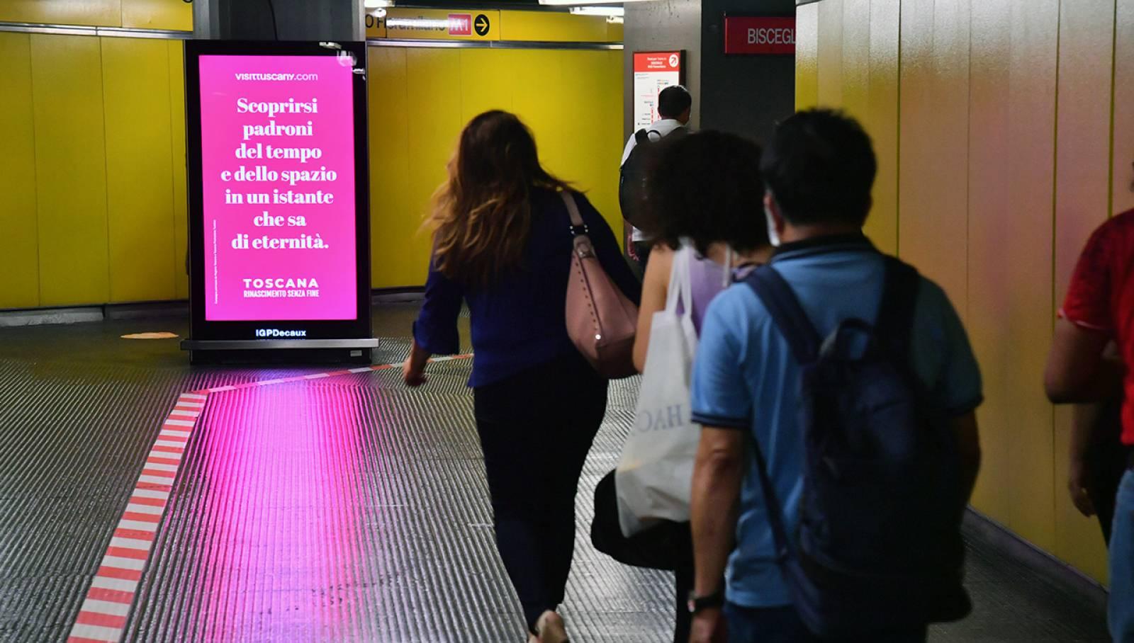 Pubblicità metro Milano IGPDecaux Network Vision per Toscana Promozione Turistica