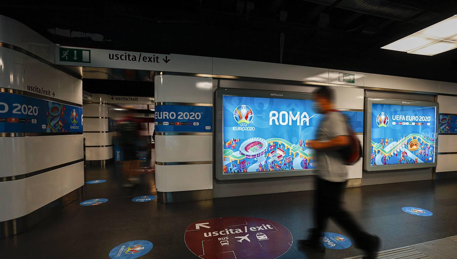Pubblicità in metropolitana IGPDecaux Station Domination a Roma per UEFA 2020
