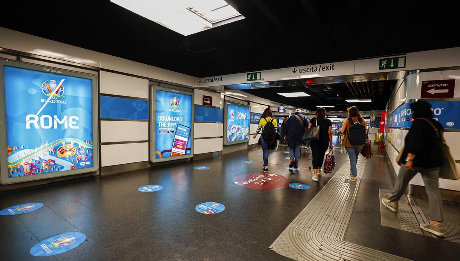 Pubblicità in metropolitana a Roma Termini Station Domination IGPDecaux per UEFA 2020