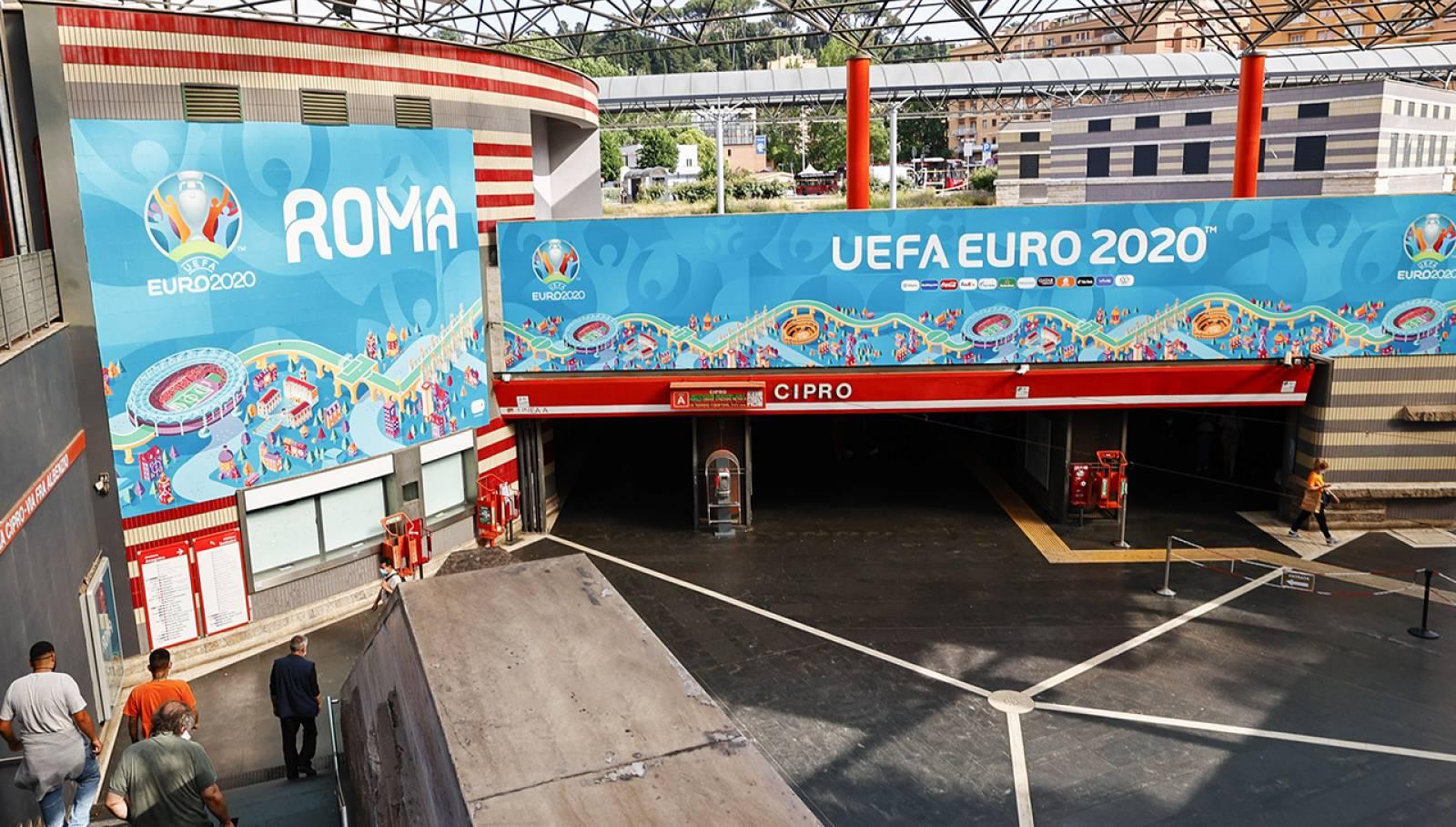 Pubblicità in metropolitana a Roma Cipro Station Domination IGPDecaux per UEFA 2020
