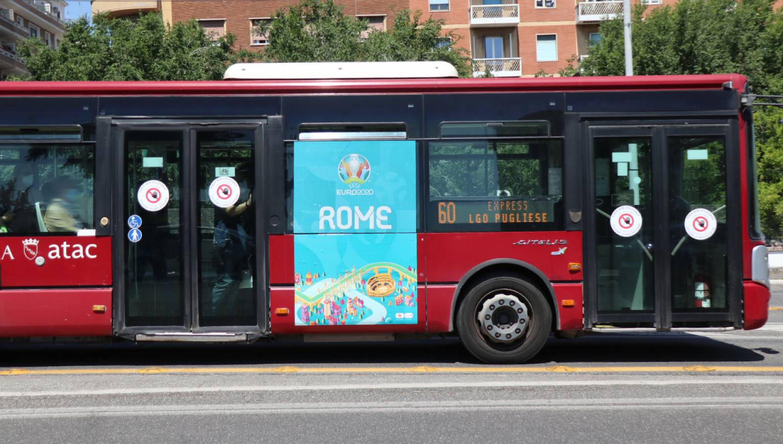 Pubblicità su autobus IGPDecaux MUPI side a Roma per UEFA 2020