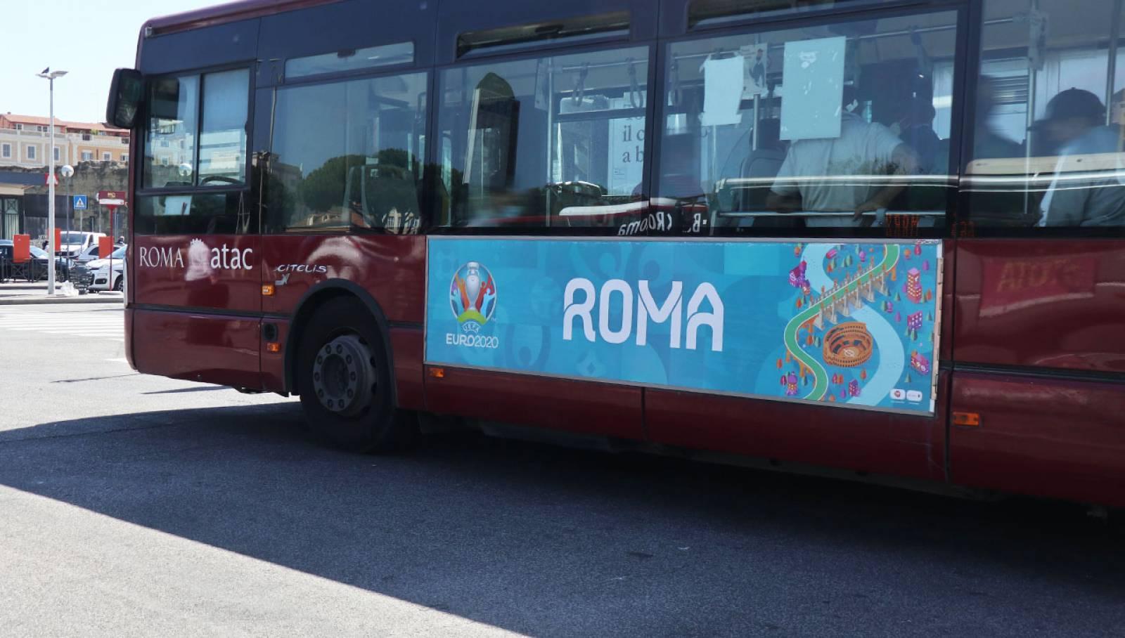 Pubblicità su autobus IGPDecaux a Roma Side Banner per UEFA 2020