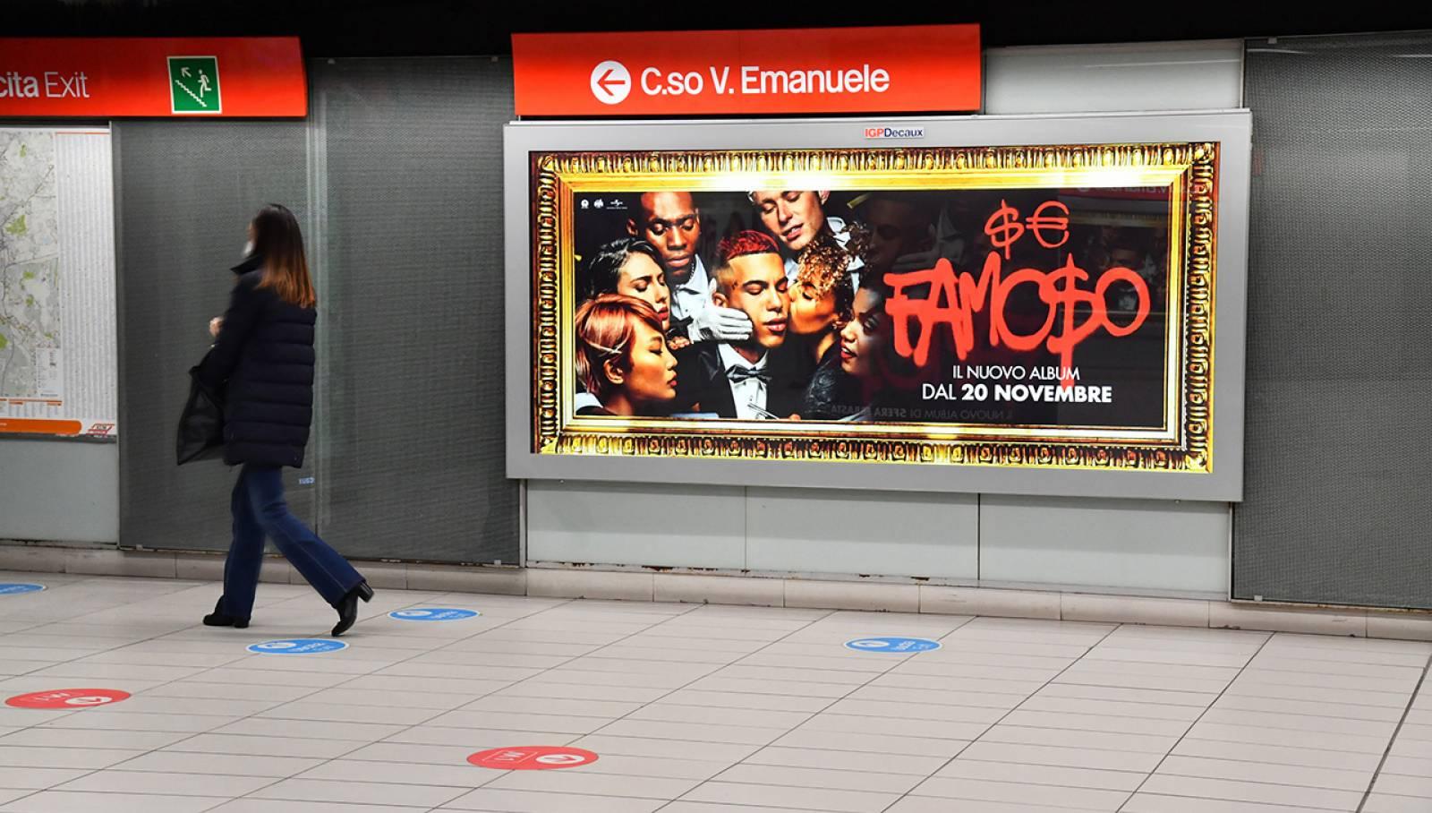 Pubblicità in metropolitana IGPDecaux a Milano Station Domination per Sfera Ebbasta