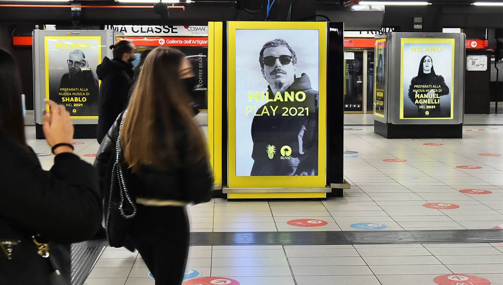 Pubblicità Out Of Home IGPDecaux a Milano Station Domination in metropolitana per Island Records
