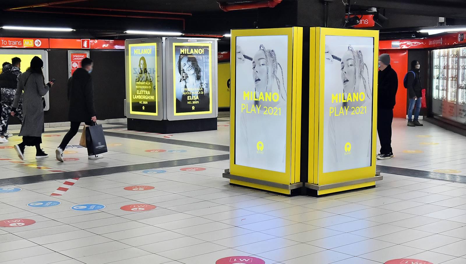 Pubblicità metro Milano Station Domination IGPDecaux per Island Records