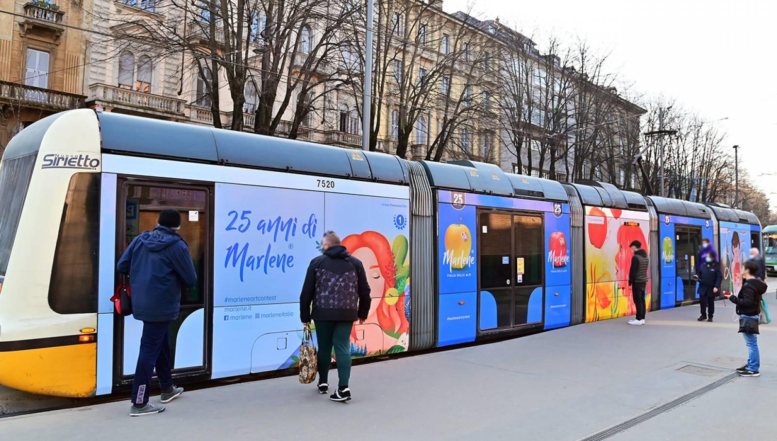 Pubblicità su tram IGPDecaux a Milano Full-Wrap per Marlene