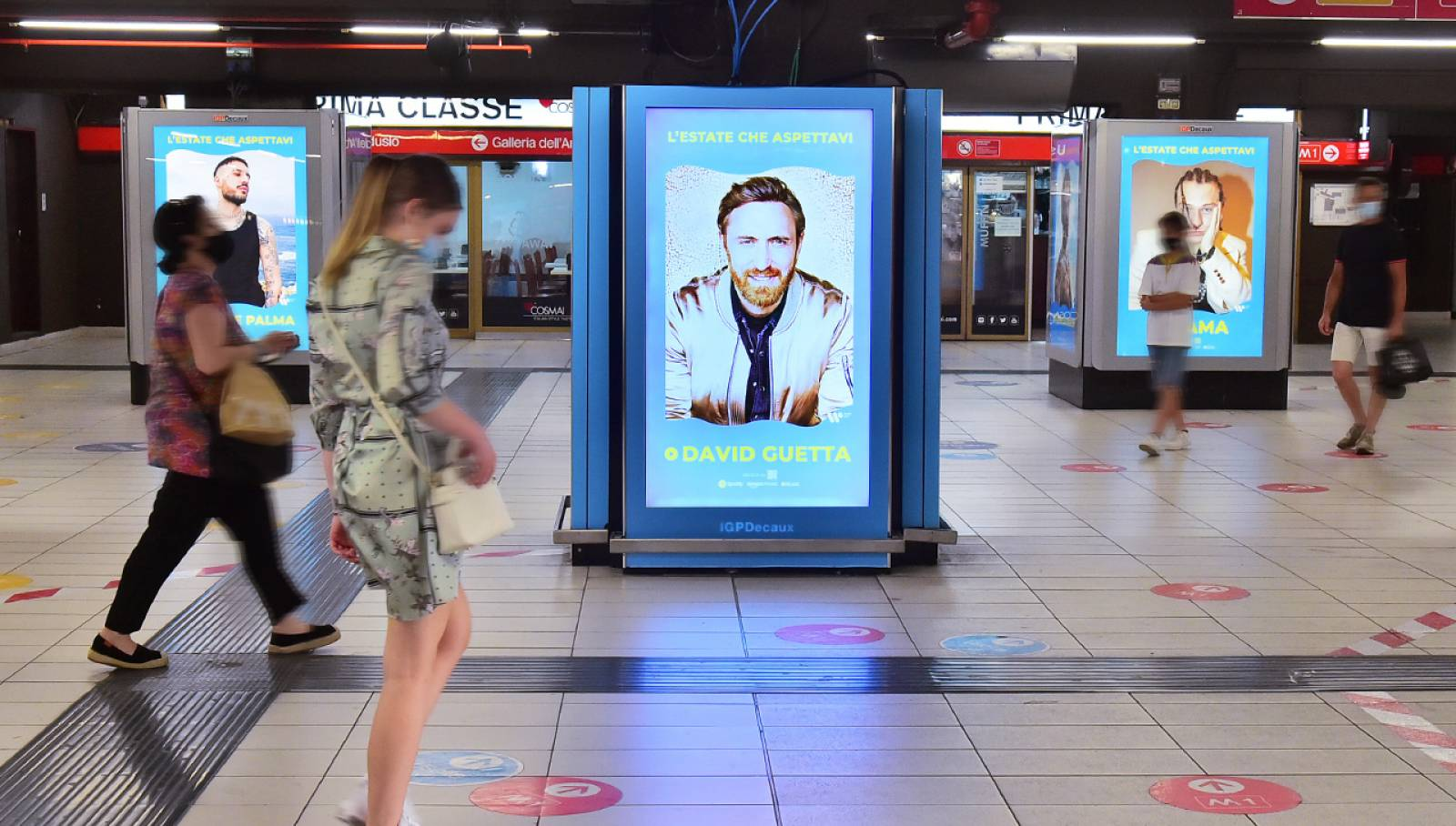 IGPDecaux OOH advertising in metropolitana Station Domination a Milano per Warner Music Italy
