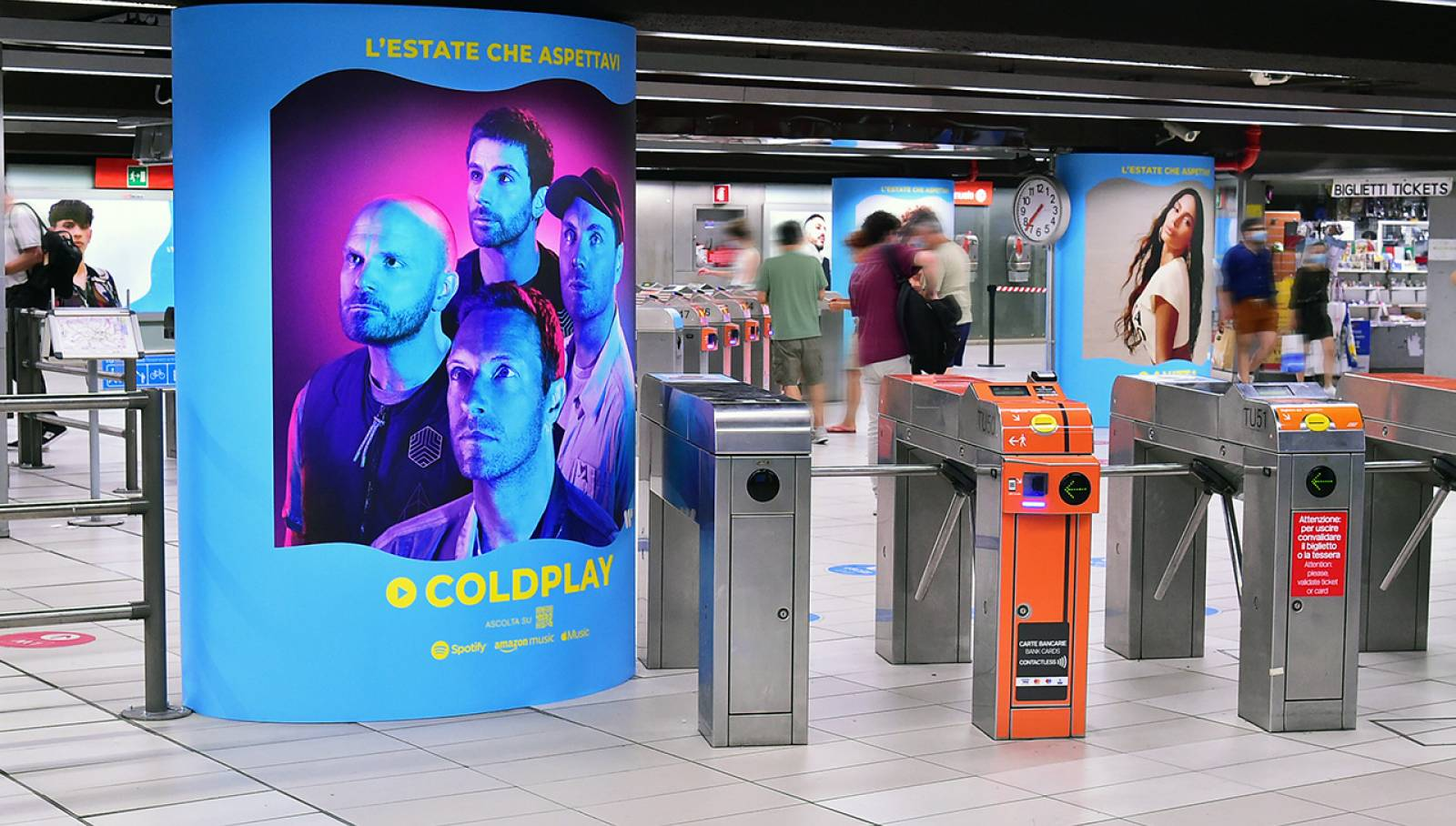 Pubblicità in metro IGPDecaux Station Domination per Warner Music Italy a Milano