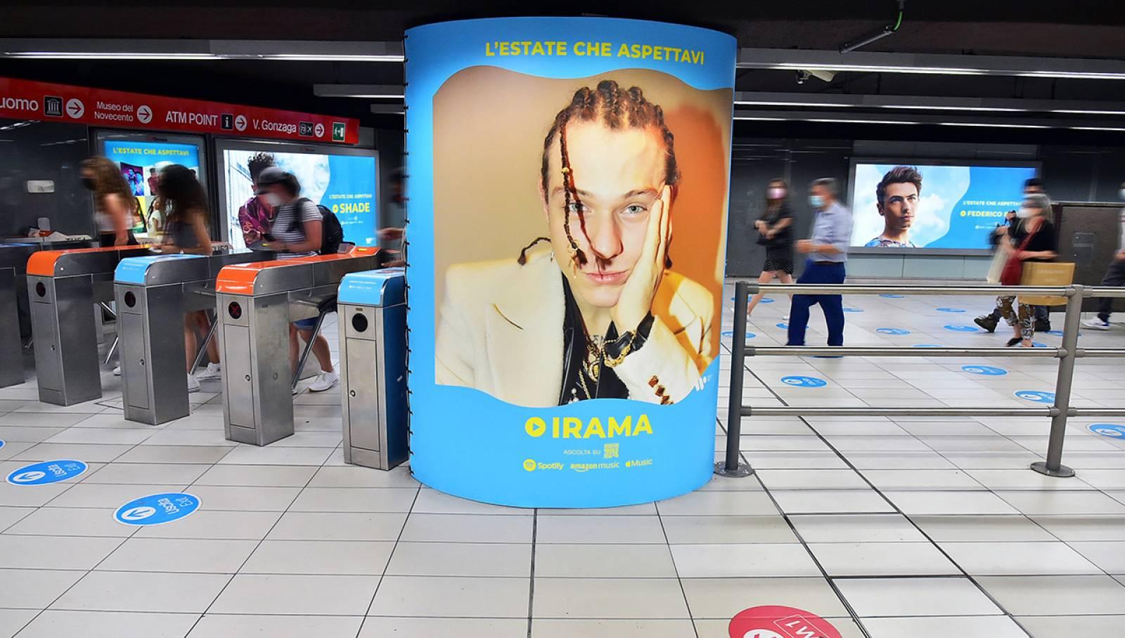 Pubblicità in metropolitana IGPDecaux Station Domination a Milano per Warner Music Italy