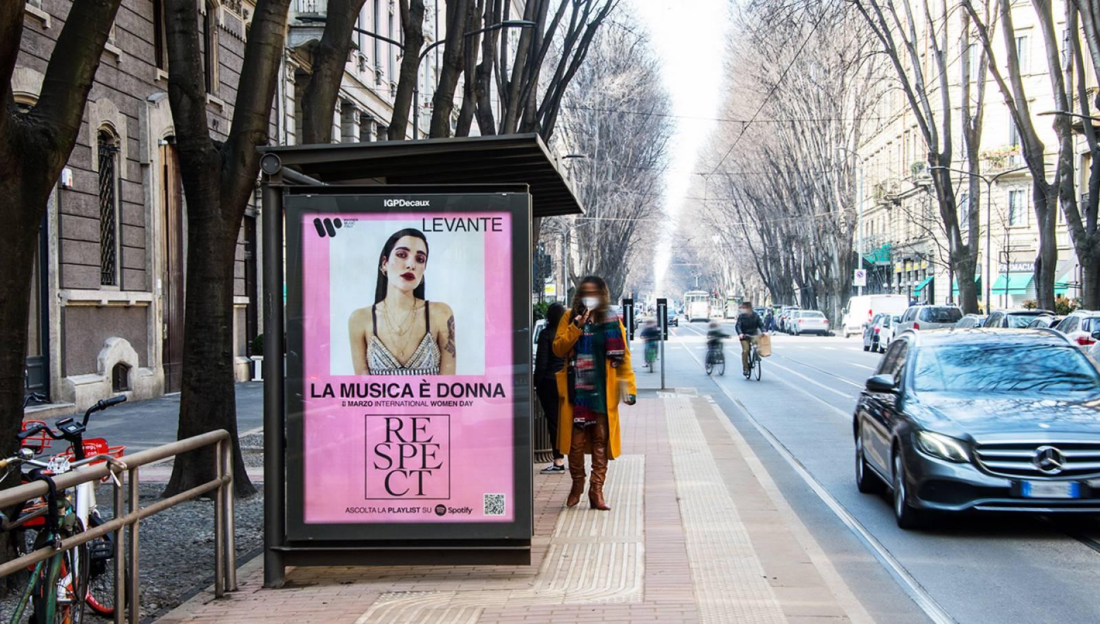 Pubblicità OOH IGPDecaux Milano pensilne per Warner Music Italy