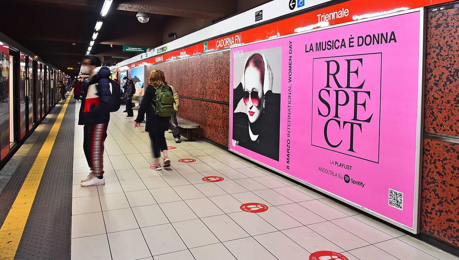 IGPDecaux Milano pubblicità in metropolitana Circuito Maxi per Warner Music Italy