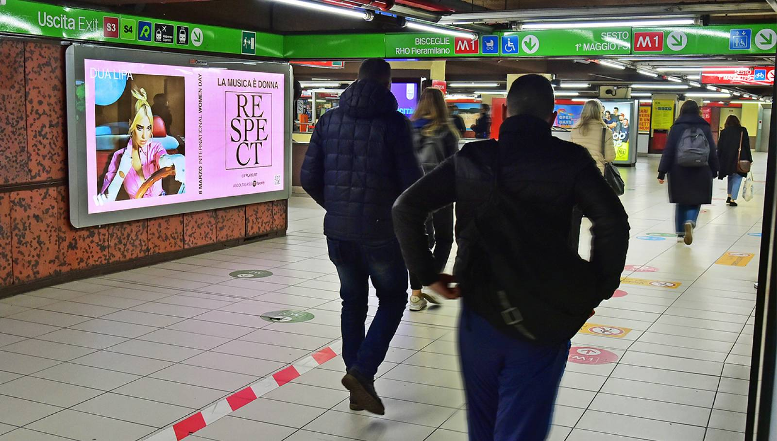 Pubblicità in metropolitana a Milano IGPDecaux Circuito Maxi per Warner Music Italy