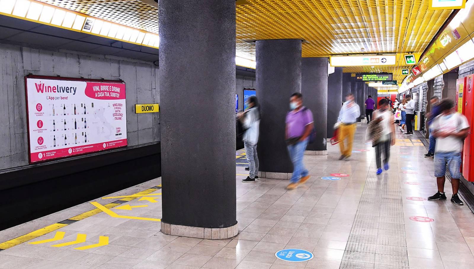 Pubblicità OOH metropolitana Milano Circuito Mini IGPDecaux per Winelivery