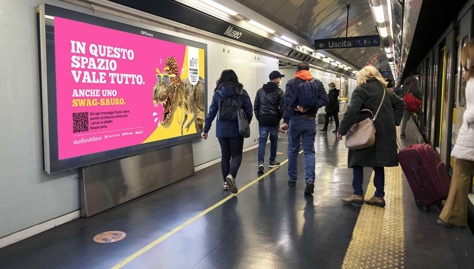 """IGPDecaux Clear Channel IPAS pubblicità per la città campagna """"In questo spazio vale tutto"""" pubblicità in metropolitana IGPDecaux Napoli"""