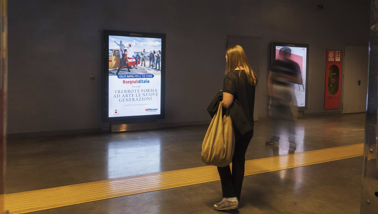 underground OOH advertising IGPDecaux in Naples for Segnali d'Italia