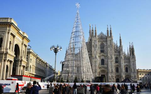 IGPDecaux illuminates the city of Milan