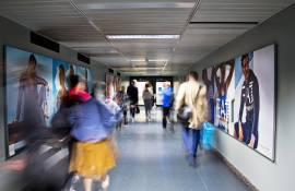 Spazi pubblicitari in aeroporto IGPDecaux Finger a Malpensa per Armani